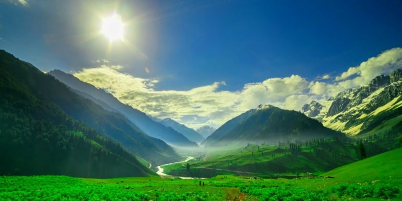 The-beautiful-mountain-view-of-a-valley-near-Sonamarg-in-Kashmir-OG-SS23052017