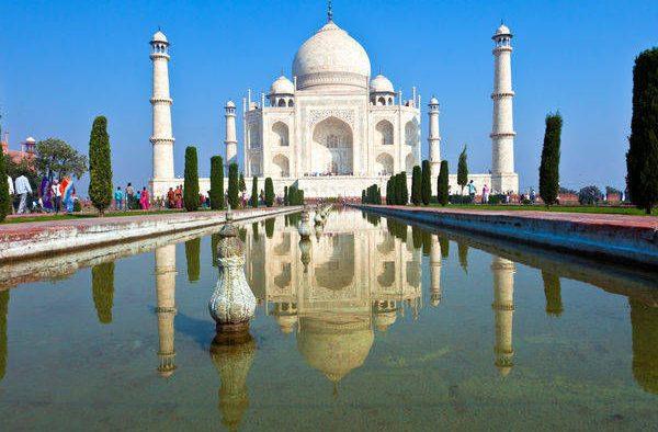 Uttar-Pradesh_Agra_Taj-Mahal_Front-view-of-the-historic-Taj-Mahal