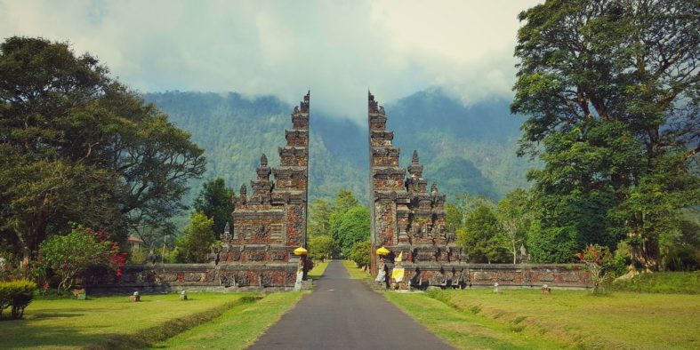 balinese-gate-to-the-course