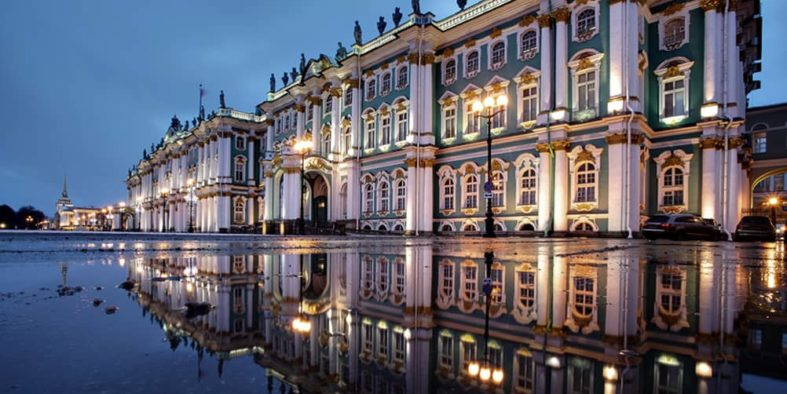 state-hermitage-museum-exterior-st-petersburg-russia-1000x563